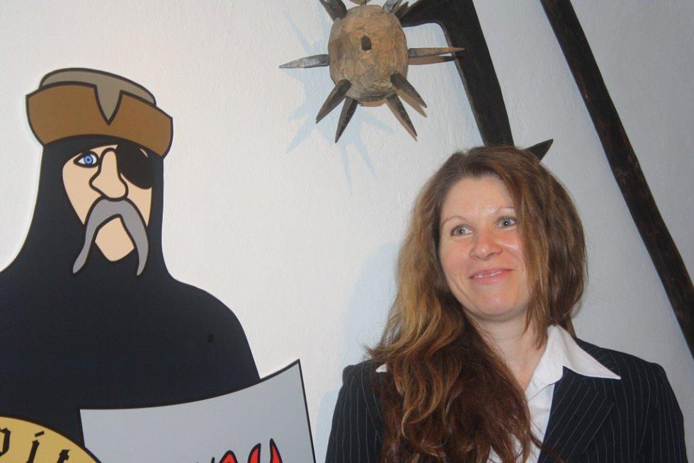 Nový Památník Jana Žižky v Trocnově nabízí 400 exponátů, o vojevůdci přináší i zcela nové informace. Expozici vybudovalo Jihočeské muzeum za 5,5 milionu korun. Na snímku pracovnice muzea Helena Stejskalová.