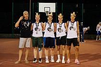 Tým Gymstr, který tvoří hráčky strakonického basketbalového klubu žijící v Praze, letos vybojoval v 16. ročníku Pražské streetballové ligy zlaté medaile