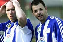 V rámci letní přípravy nastoupil Zdeněk Kutlák (vpravo spolu s Jiřím Novotným) v exhibičním fotbalovém zápase na Hluboké v barvách Jágr teamu a vedl si dobře i v kopačkách.