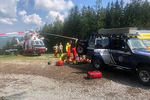 K nehodě došlo v neděli 16. srpna při sjezdu obtížné červené trasy kolem jedné hodiny po poledni.