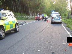 Na silnici mezi Borovanami a Dvorcem ve středu zemřel 14letý cyklista.