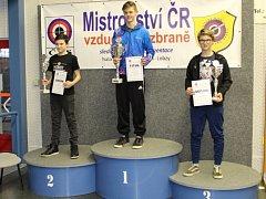Matěj Nedvěd na mistrovství ČR ve střelbě mladšího dorostu s českým bronzem.