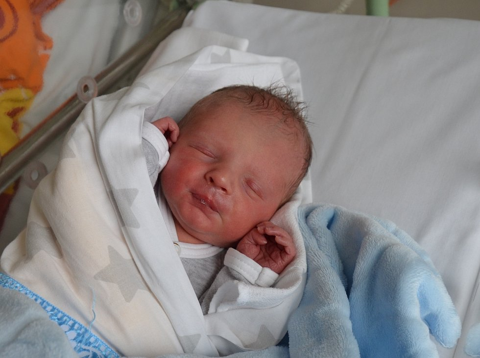 Do Lhenic odjel s rodiči novorozený Jakub Majerčák. Syn Hany a Jana Majerčákových se narodil 13. 11. 2020 v 15.36 h. Při narození vážil 3 kg.