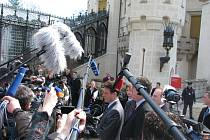 Největší rozruch  způsobil v sobotu dopoledne příchod ministrů balkánských zemí na zámek Hluboká. Mělo se jednat mimo jiné o mírovém procesu na Balkáně.