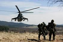 Zacílení a odpalování z protiletadlové soupravy RBS-70 cvičí účastníci taktického cvičení úkolového uskupení NRF 2011/1 (NATO Response Force - Síly reakce NATO), které pokračovalo 7. dubna v boletickém vojenském prostoru na Českokrumlovsku.