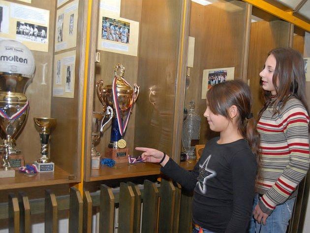 Výstava úspěchů volejbalistů Jihostroje je k vidění v českobudějovické Sportovní hale.