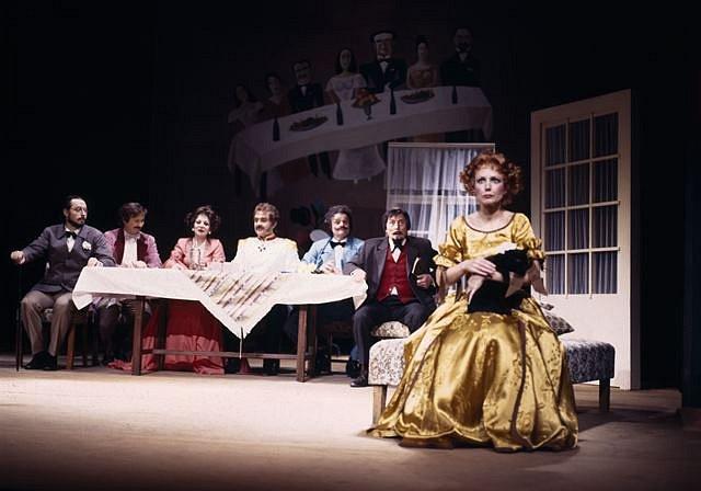 Josef Průdek, osobnost opery Jihočeského divadla, slaví 70. narozeniny. Snímek z představení Ženitba.