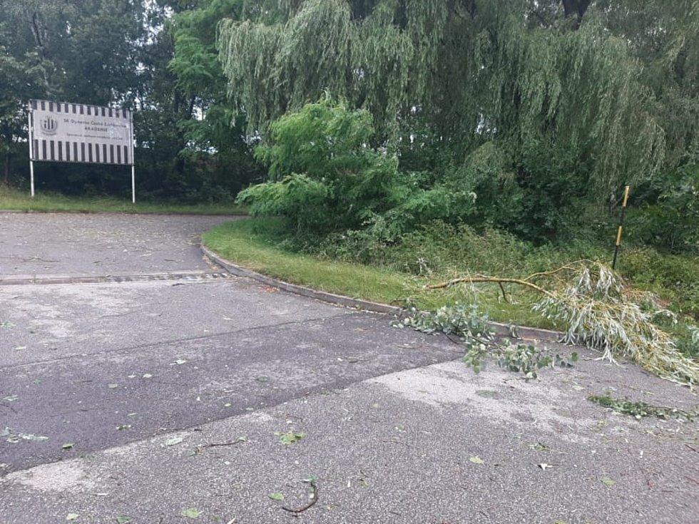 Následky bouřky v českobudějovické čtvrti Suché Vrbné.