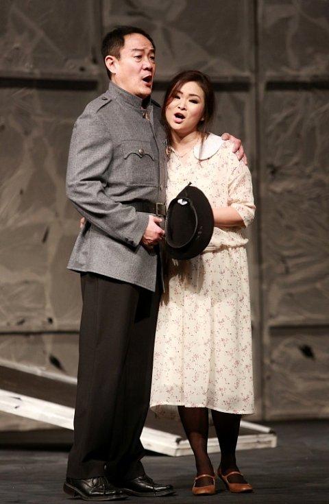 Popáté ve své historii nastudovala opera Jihočeského divadla Bizetovu Carmen. Poprvé zazní libreto ve francouzském originále. Na snímku WeiLong Tao jako Don José a Yukiko Šrejmová Kinjo jako Micaëla.