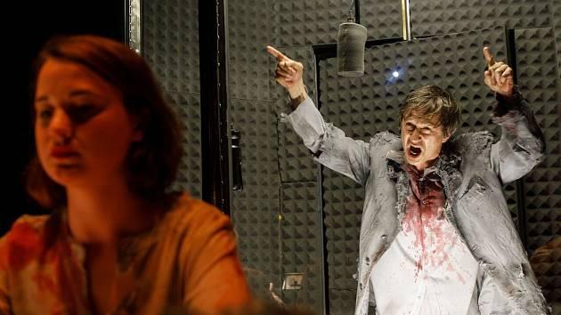 Zombie nákaza v Malém divadle.