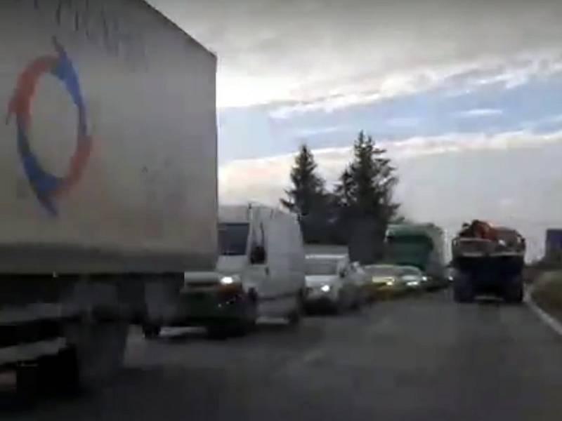 Kolony na výjezdu z Českých Budějovic na Krumlov jsou v obou směrech.