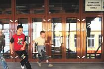 V září usednou studenti Gymnázia olympijských nadějí do lavic už v novém objektu. Z Kubatovy ulice (na snímku) se sportovní škola přestěhuje do ulice Emy Destinnové.