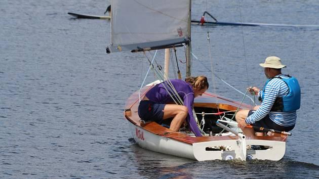 K jachtingu se vrátil Standa Pazderník se synem Ondřejem ve třídě FD (Létající Holanďan).