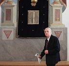 Jan Podlešák(na snímku):Tragický osud židovské komunity ve Čkyni již nelze zvrátit . Synagoga však vedle důstojného pietního odkazu přináší i naději k povzbuzení duchovního a kulturního života obce a jejího okolí......