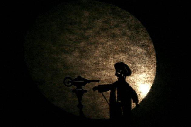 Aladinovu kouzelnou lampu, jeden z nejslavnějších Šeherezádiných příběhů ve výpravné loutkářské podívané  uvede 18. února v premiéře loutkohra Jihočeského divadla.
