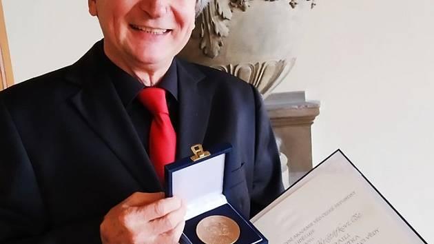 Jihočeský vědec Václav Krištůfek získal Náprstkovu medaili za popularizaci vědy.