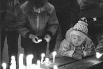 Snímek pořízený v listopadu 1989 na českobudějovickém náměstí.