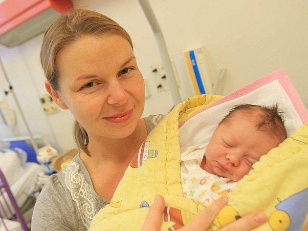 Prvním dítětem které se letos narodilo v českobudějovické porodnici, je Marcela Adamová, na snímku s maminkou Monikou.