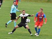 Střelecký pokus Tomáše Sedláčka se snaží zblokovat žižkovský Gabriel: Dynamo ČB – ŽIžkov z 0:2 na 3:2!