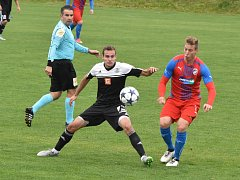 Jan Hála byl v zápase ligy juniorů Dynamo - Teplice (2:2) oporou domácího týmu (na archivní snímku z utkání s Plzní je v souboji se Žiguličem).