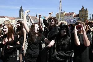 Barevným průvodem městem a následnou volbou krále/královny vyvrcholila v pátek 6. května tradiční oslava jara a studentského života Majáles v Českých Budějovicích.