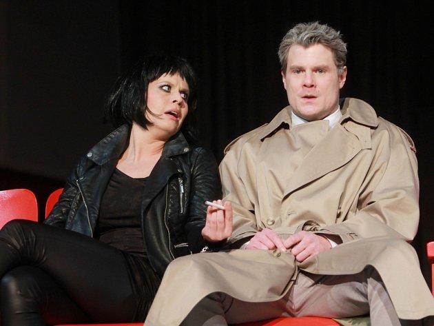 Výraznější příležitosti využila ve hře Pravé poledne i Taťána Kupcová. Působivá byla zejména jako milenka Jenny, její rozhovor se Smithem šel na dřeň.