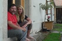 Na zápraží si manželé Rudovští mohou sednout jen někdy. Na chalupě, která jim nabízí klid ve srovnání s Českými Budějovicemi, je stále plno práce. Rekonstrukce chalupy nyní vstupuje do fáze menších dodělávek po základní opravě.