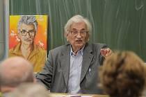 Známý spisovatel Ludvík Vaculík debatoval se studenty Gymnázia Jana Valeriána Jirsíka v Českých Budějovicích.