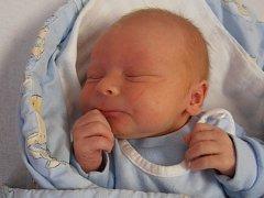 Ve 2 hodiny a 47 minut v neděli 30.8.2014 vykoukl na tento svět Kryštof Kůs. Po narození se mohl pochlubit váhou 3,33 kg. Zatím první potomek šťastných rodičů Martina a Štěpánky bude vyrůstat v Hůrách.