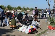 Uprchlíci míří do Evropy. Kam s nimi? Situace je kritická i na srbsko-makedonských hranicích nedaleko města Kumanovo v severní Makedonii.