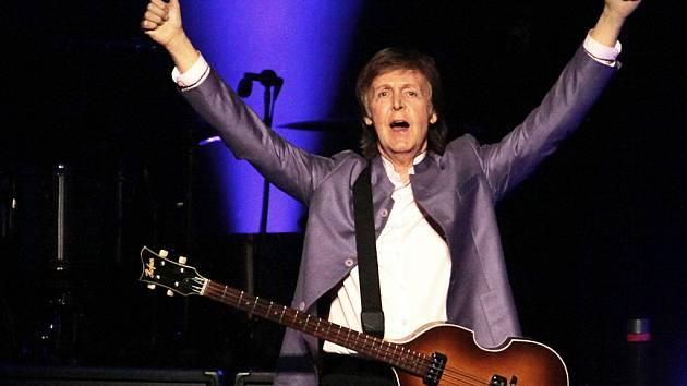 Přes 20 písní Beatles zazpíval 16. června ve vyprodané pražské O2 areně Paul McCartney. Své více než dvouapůlhodinové vystoupení se snažil moderovat v češtině a během přídavku přímo na jevišti  oddal mladý pár z publika. Dorazilo 17 000 lidí.