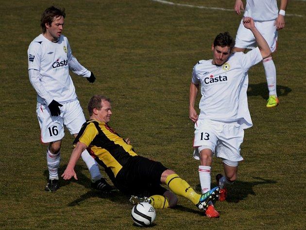 Milevský Kuchař v divizním derby v Písku bojuje s Nohavou a Kaláškem. Fotbalové soutěže se v kraji rozbíhají.