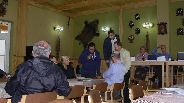 O problémech, které může obyvatelům okolních obcí přinést Jižní tangenta, se diskutovalo v Plavu.