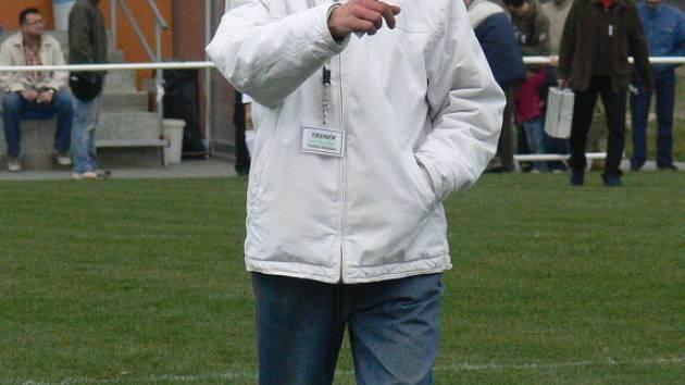 Zkušený trenér Vojtěch Brozman dělá všechno, co umí, aby Týn nad Vltavou zase začal v krajském přeboru sbírat body.