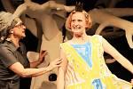 Premiéru pohádky Čarodějka Jennifer uvede v sobotu Loutkohra Jihočeského divadla v Malém divadle. Na snímku Lenka Pokorná a Lucie Škodová.