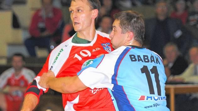 Ještě loni sváděl Vladislav Jordák souboje na hřišti. Nyní chce jen trénovat, na jeho post už klub získal náhradu.