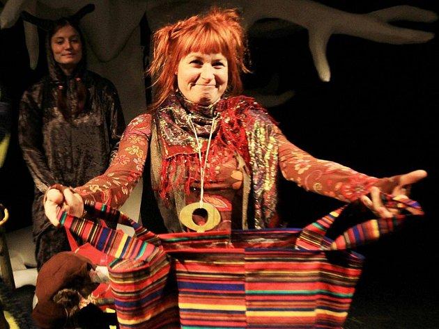 Premiéru pohádky Čarodějka Jennifer uvede v sobotu Loutkohra Jihočeského divadla v Malém divadle. Na snímku Denisa Posekaná.