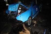 V troskách vozu zahynula dvaačtyřicetiletá žena.