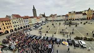 Fanoušci Motoru České Budějovice se v neděli odpoledne vydali na pochod městem.