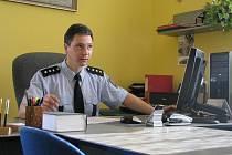 Na obvodním oddělení Policie ČR v Suchém Vrbném slouží vsoučasné době celkem 23 policistů. Na snímku je zástupce vedoucího nadporučík Bc. Daniel Bednář.