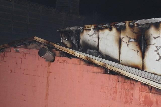 Požár výrobny granulí v Chelčicích.