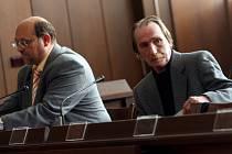 Ladislav Vaněk (vpravo)  půjde za zavinění nehody autobusu do vězení.