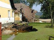 SRPEN 2002. Jeden ze tří domů, které v srpnu 2002 zničila velká voda v Majdaleně. Musel jít k zemi.