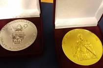 Medaile sv. Auraciána.