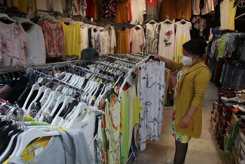Znovuotevřeno v Českých Budějovicích,Textil a Obuv vedoucí Ha Kim Oanh