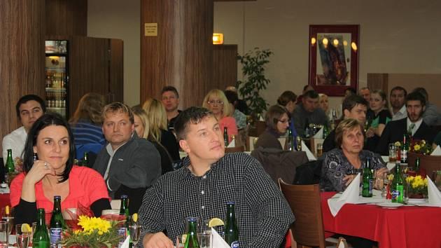 Při posledním letošním oceňování dobrovolných dárců krve rozdali zástupci českobudějovického spolku Českého červeného kříže celkem 62 plaket MUDr. Jana Janského, z toho dvacet zlatých za 40 bezplatných odběrů krve a 42 stříbrných za dvacet odběrů.