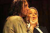 SVĚDOMÍ, VÍRA, CHLAPSTVÍ, SVOBODA... Všech těchto principů se  dobová hra Arthura Millera Čarodějky ze Salemu dotýká.