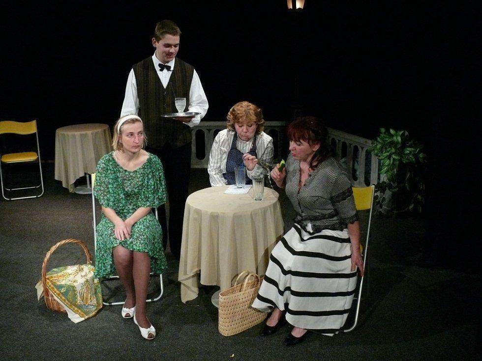 Snímek z představení Dílo ženy aneb Ach, ta něha našich dam.