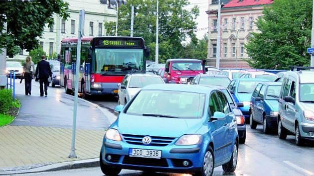 I drobné překážky dokáží v dopravě  v Českých Budějovicích nadělat neplechu. Některé zácpy by se ale pravděpodobně daly zpacifikovat.