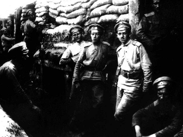 Českoslovenští legionáři vzákopech uZborova, rok 1917.Na snímku dobrovolci zjednotky Česká družina.